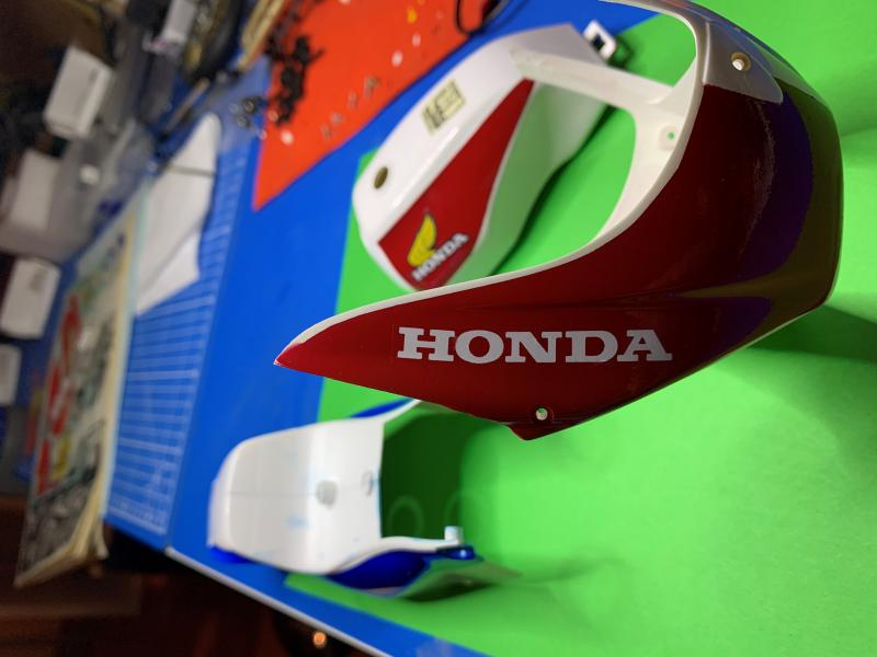 Honda CB 1100R Tamiya 1/6 - Page 4 Mini1013