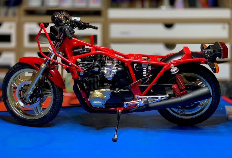 Honda CB 1100R Tamiya 1/6 - Page 5 Mini1017