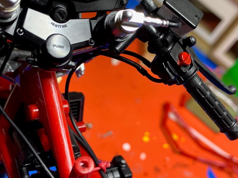 Honda CB 1100R Tamiya 1/6 - Page 5 Mini1019