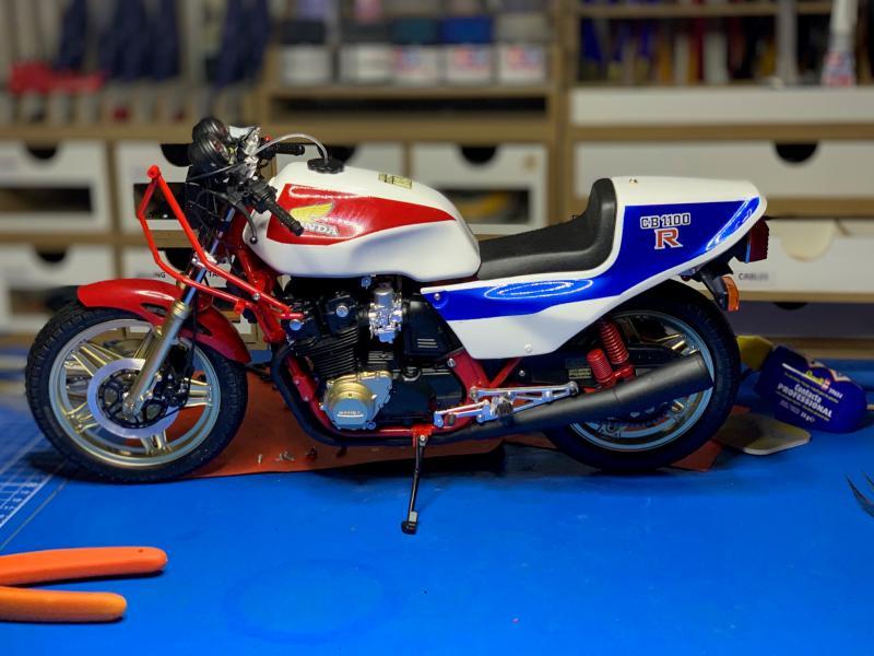 Honda CB 1100R Tamiya 1/6 - Page 5 Mini1020