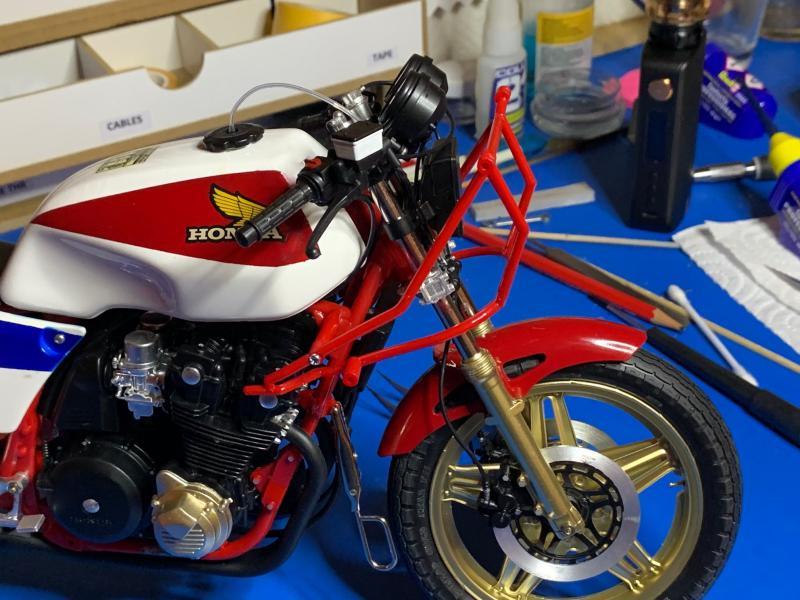 Honda CB 1100R Tamiya 1/6 - Page 5 Mini1021