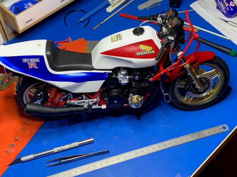 Honda CB 1100R Tamiya 1/6 - Page 5 Mini1023