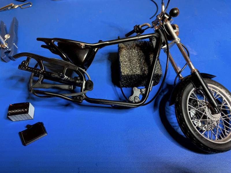 Harley Sporster 883 XLH au 1/9 - Page 4 Mini_204