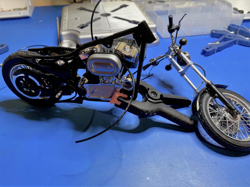 Harley Sporster 883 XLH au 1/9 - Page 4 Mini_205