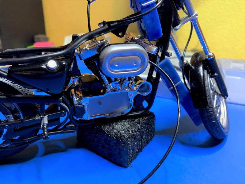 Harley Sporster 883 XLH au 1/9 - Page 4 Mini_207
