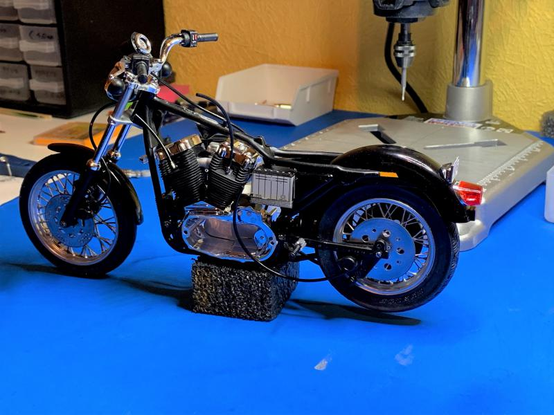 Harley Sporster 883 XLH au 1/9 - Page 4 Mini_208