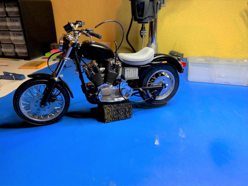 Harley Sporster 883 XLH au 1/9 - Page 4 Mini_209