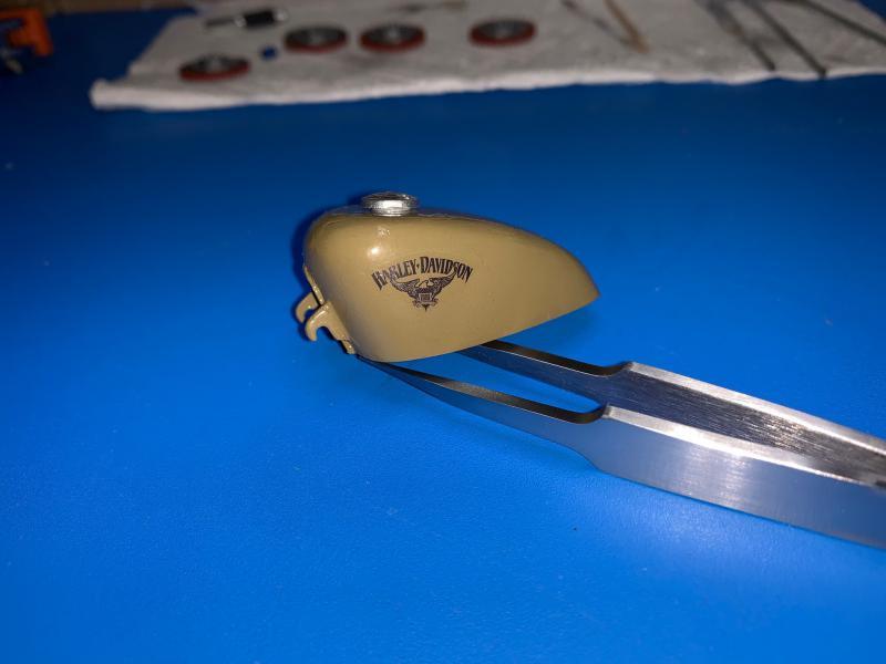 Harley Iron 883 au 1/9 - Page 5 Mini_409