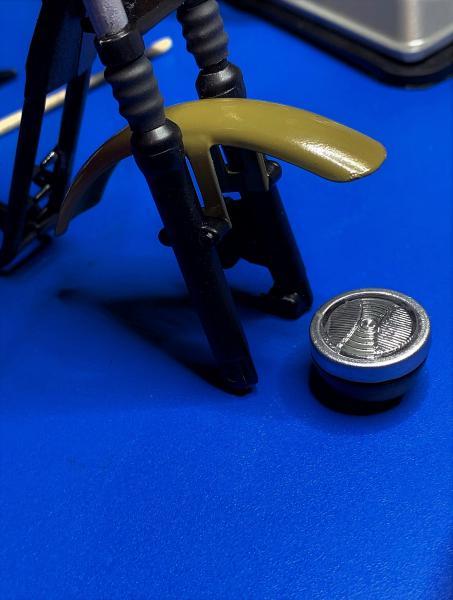 Harley Iron 883 au 1/9 - Page 5 Mini_416