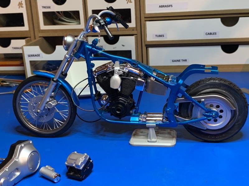 Harley Softail Custom au 1/9 - Page 2 Mini_827