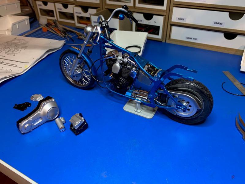 Harley Softail Custom au 1/9 - Page 2 Mini_828
