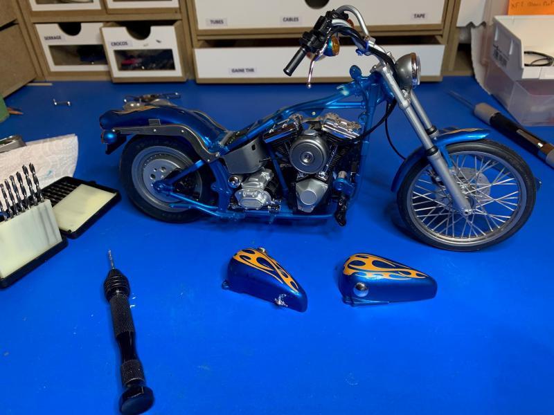 Harley Softail Custom au 1/9 - Page 2 Mini_833