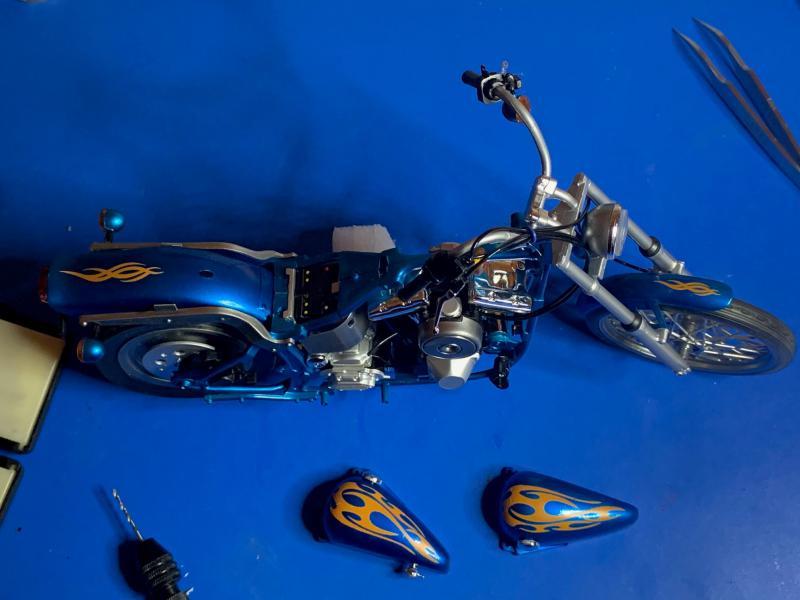 Harley Softail Custom au 1/9 - Page 2 Mini_834