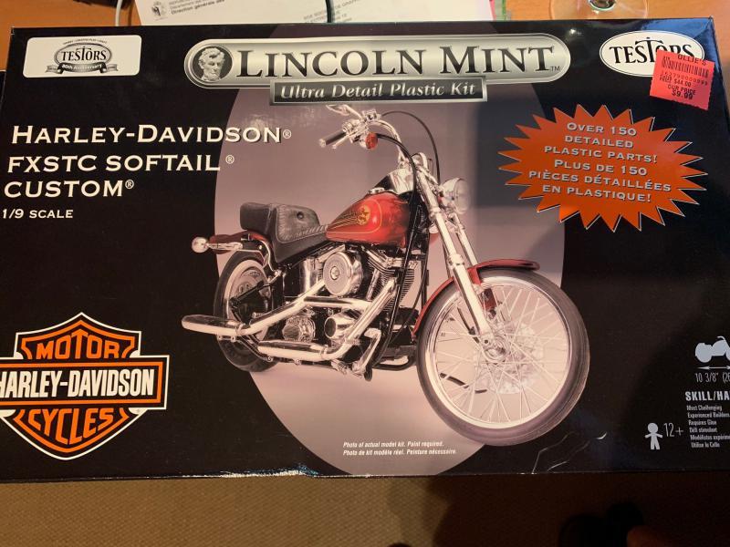 Harley Softail Custom au 1/9 Mini_i86