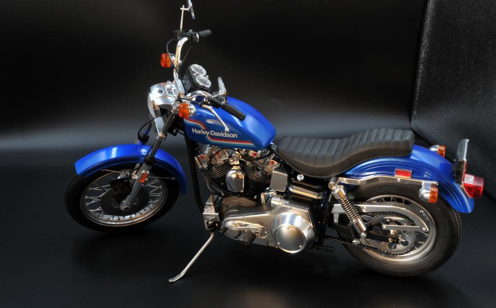 Harley Softail Custom au 1/9 Mini_s14