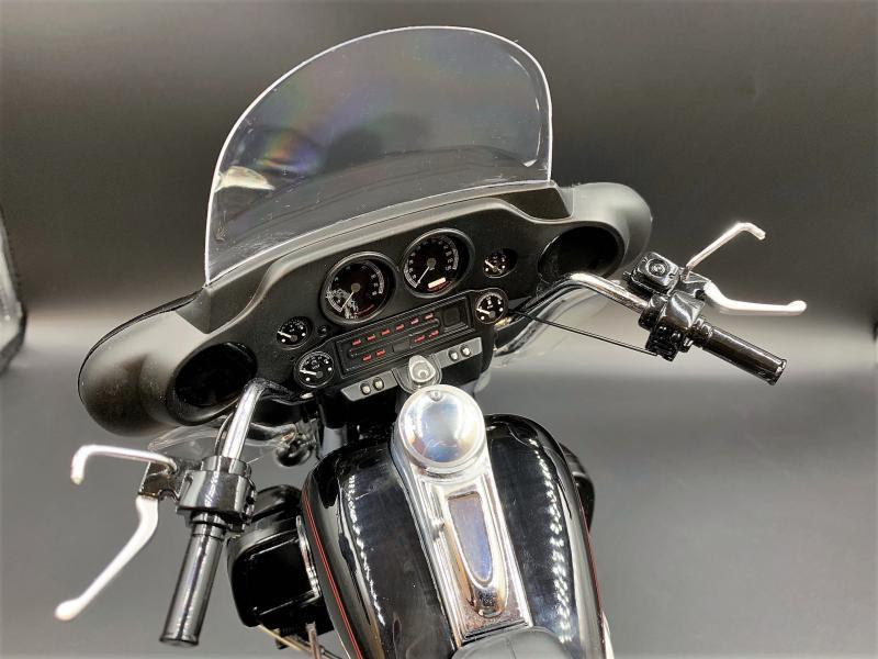 Harley Ultra Classic Electra Glide 1/6 - Page 2 Mini_w60