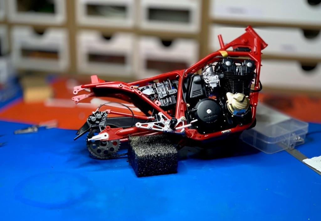 Honda CB 1100R Tamiya 1/6 - Page 2 Wip2511