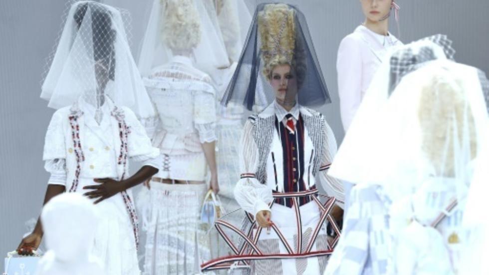 """En overdose de """"streetwear"""", la mode puise dans l'exubérance du 18e siècle F8bdb210"""