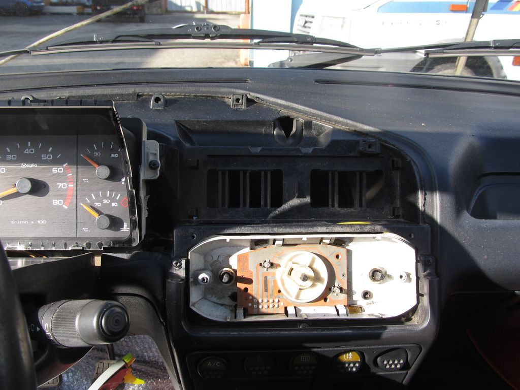 [73] 205 GTI 1L9 - 122cv - AM93 - Blanc Banquise Img_5413