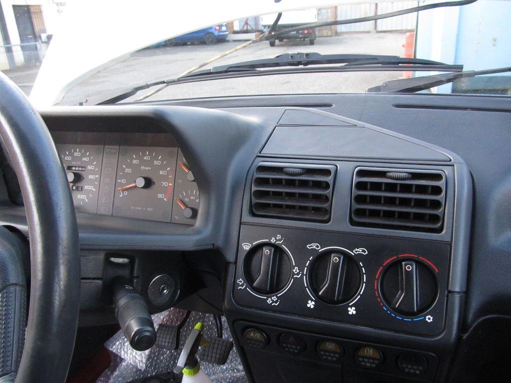 [73] 205 GTI 1L9 - 122cv - AM93 - Blanc Banquise Img_5414