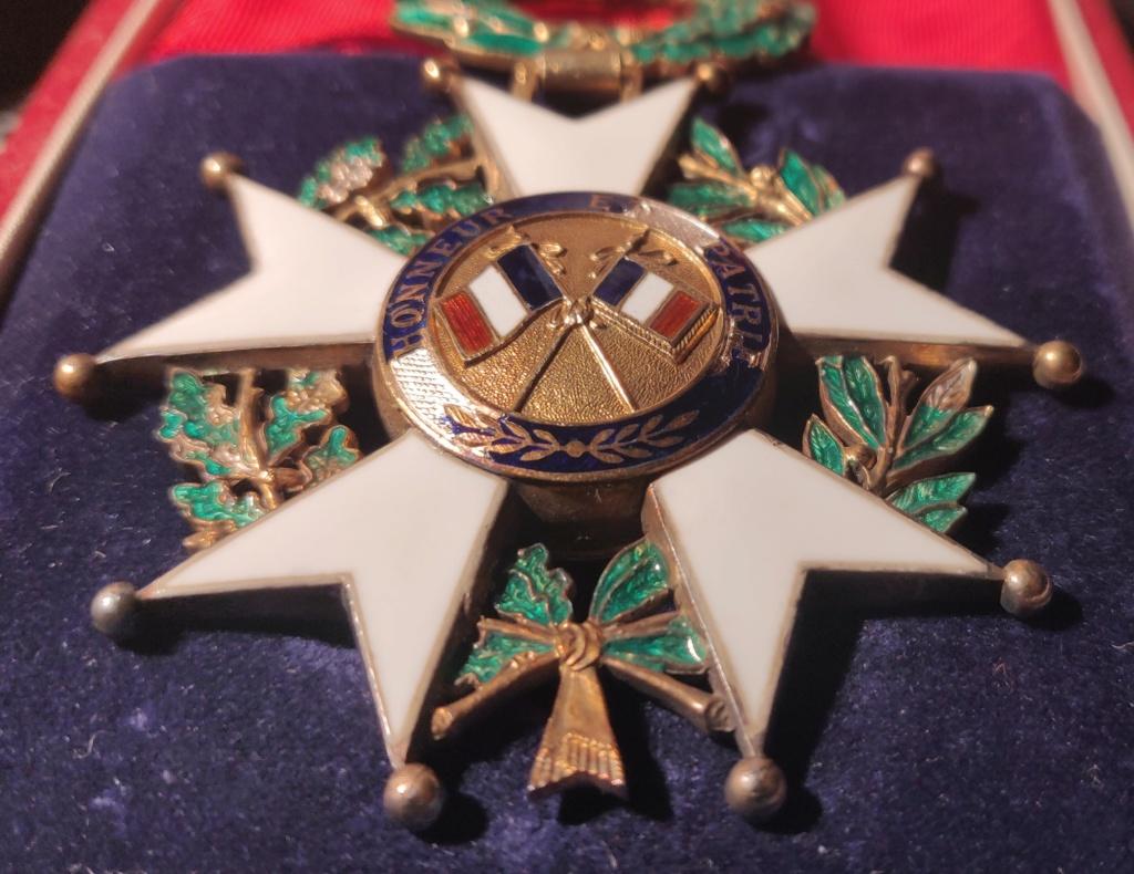 Deux légions d'honneur et une commandeur 4 ème rép ?  Img_2098