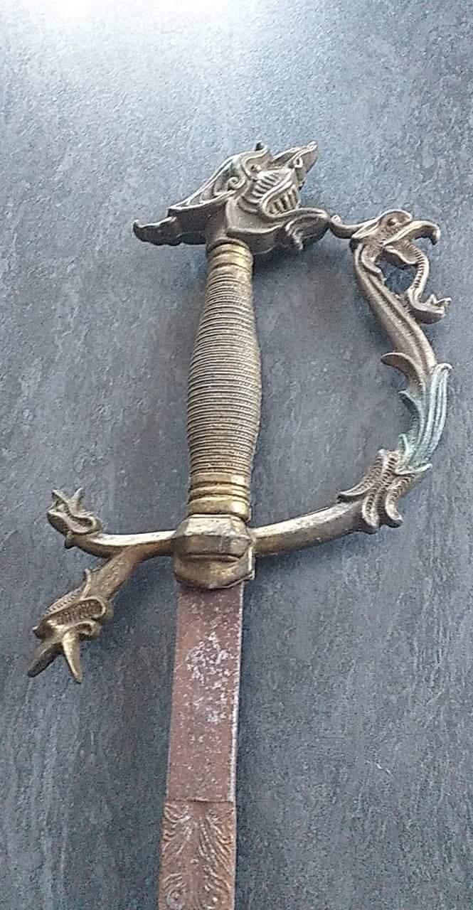 Épée fantaisiste ou non ?  Receiv11