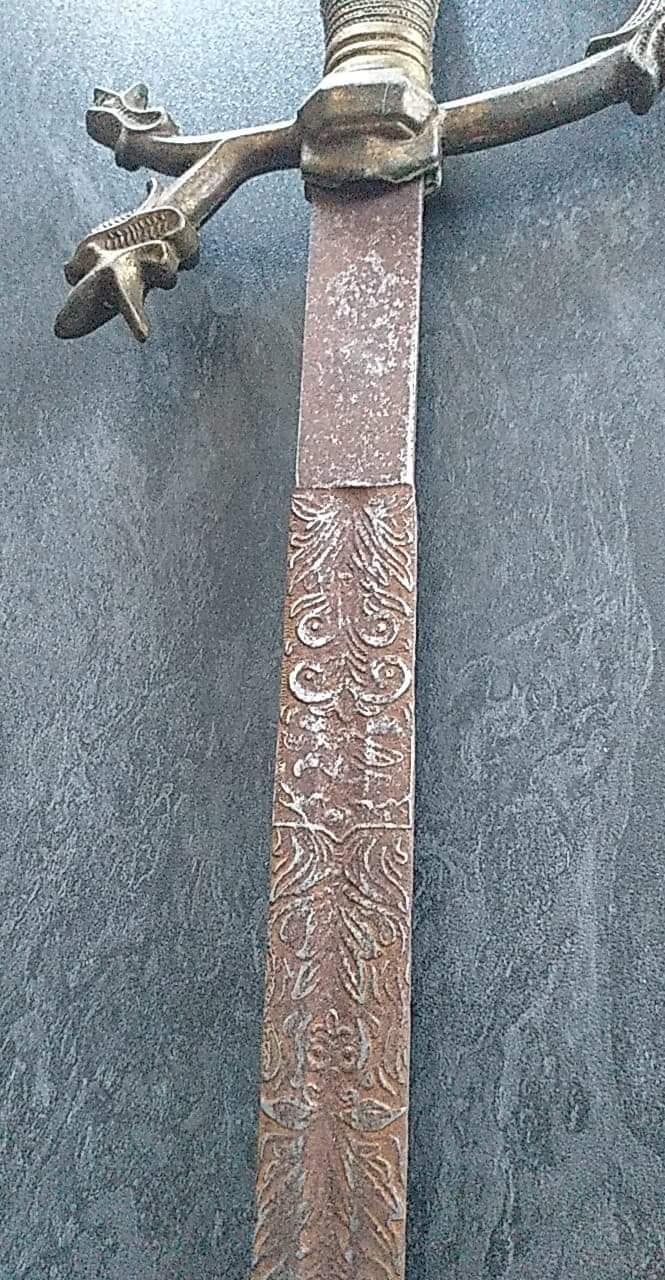 Épée fantaisiste ou non ?  Receiv12