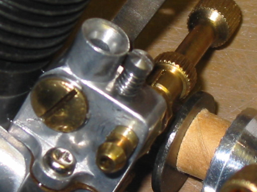 Enya .06D-II diesel engine air bleed hole plugged? 03_eny10