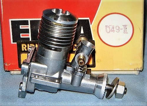 Picked up these engines from Etsy --- Rare Cox .10 engine? Enya_084