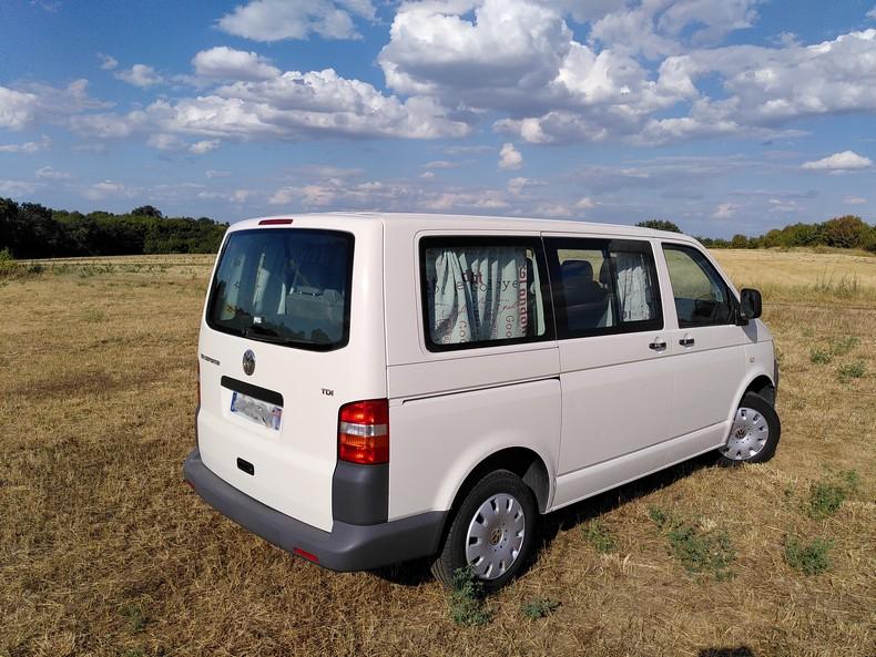 T5 type minibus (combi) avec aménagement amovible 2210