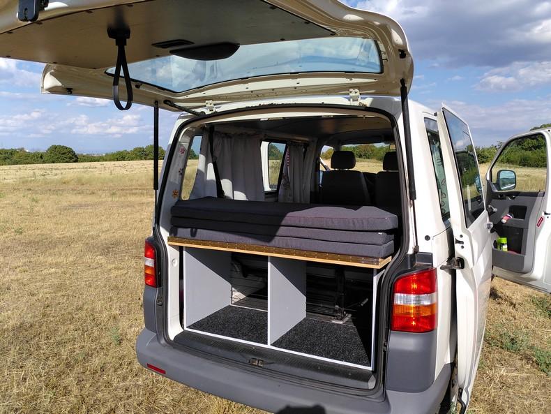 T5 type minibus (combi) avec aménagement amovible 4410