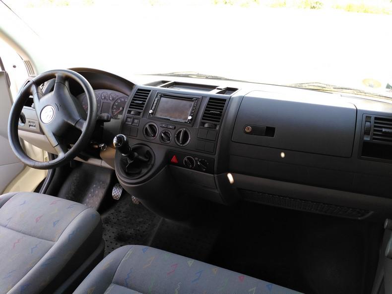 T5 type minibus (combi) avec aménagement amovible 8810