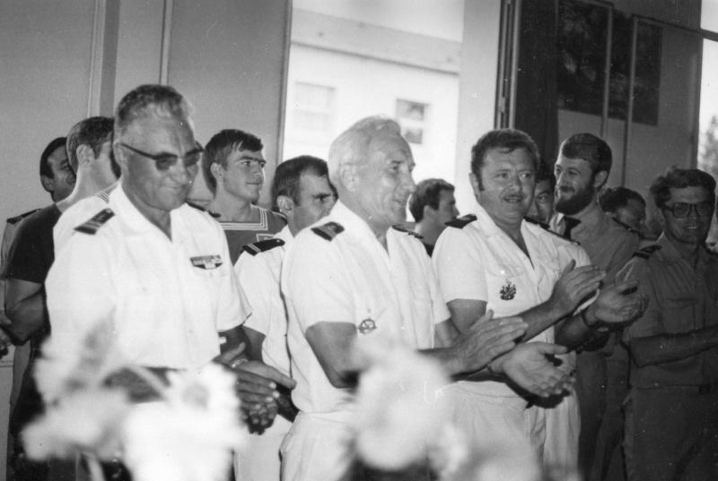 [Les traditions dans la Marine] LES POTS DE DÉBARQUEMENTS 14510
