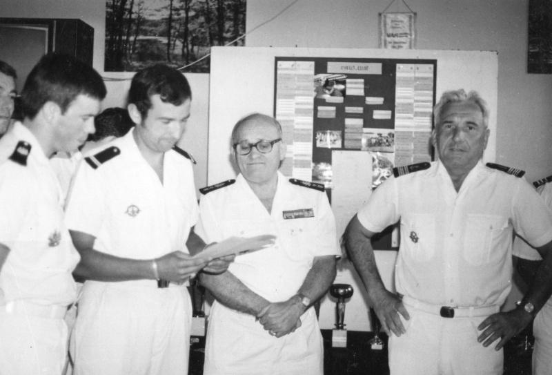 [Les traditions dans la Marine] LES POTS DE DÉBARQUEMENTS Img28510