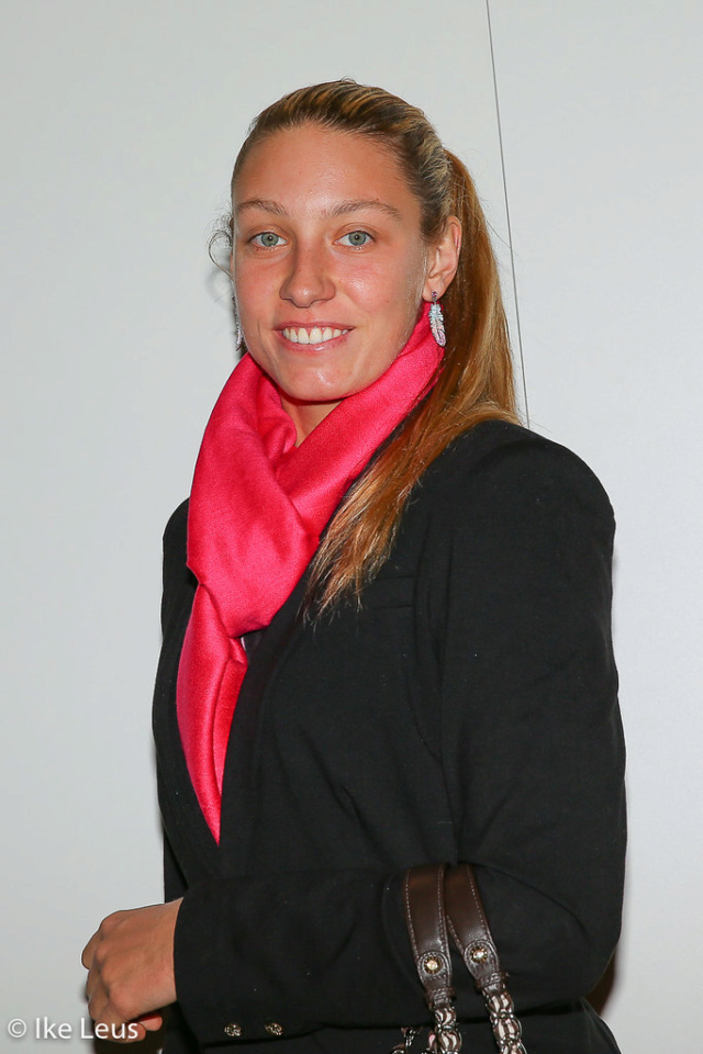 Yanina Wickmayer - 3 - Page 37 10425810