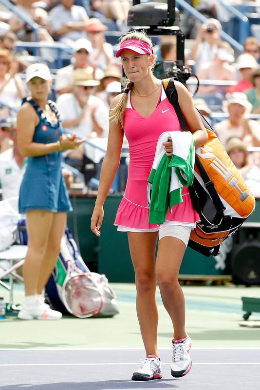 Caroline Wozniacki - 3 - Page 47 Azaren17