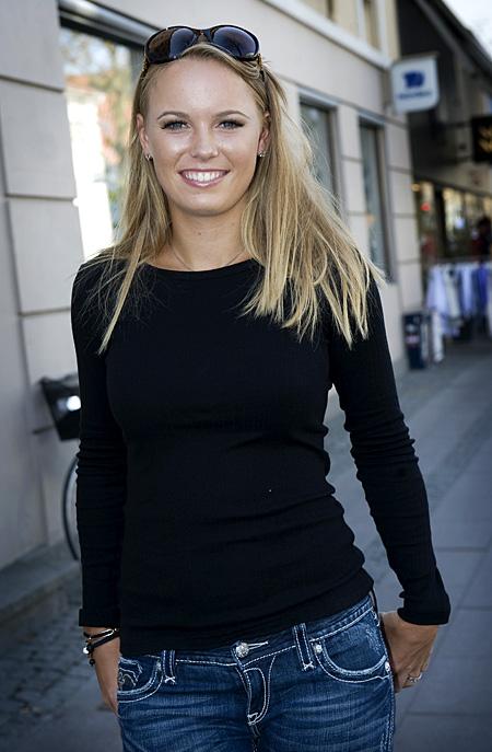 Caroline Wozniacki - 3 - Page 46 Caro3_11