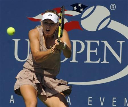 Caroline Wozniacki - 3 - Page 47 Caro_111