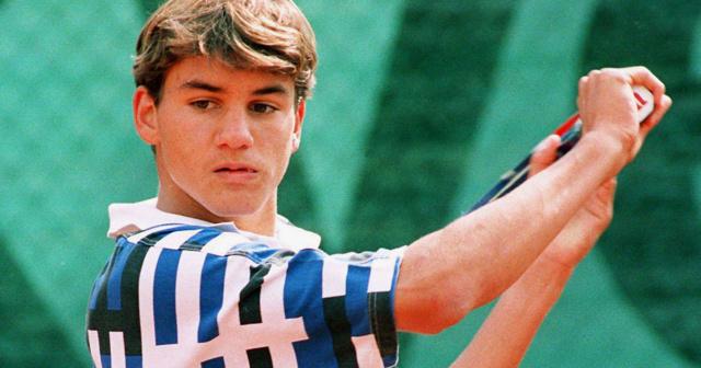 Roger Federer - 4 - Page 14 Social10