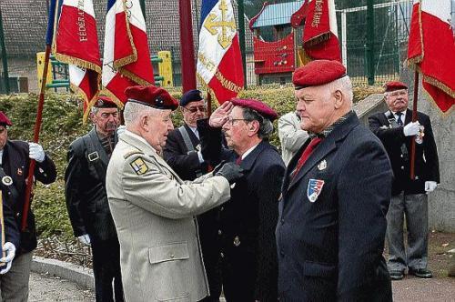 D'autres paras que l'UNP à Héricourt Frahier-et-Chatebier : les parachutistes ont défilé Autres10
