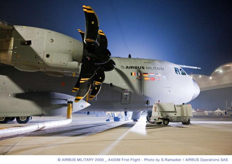 L'A400M fait son premier vol à Séville, il a volé plus de 3 heures...! Briefi12