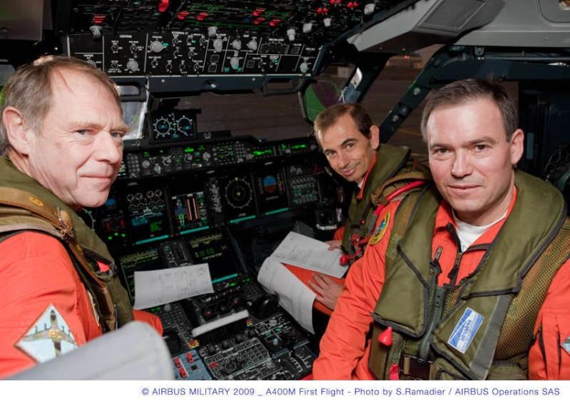 L'A400M fait son premier vol à Séville, il a volé plus de 3 heures...! Briefi14