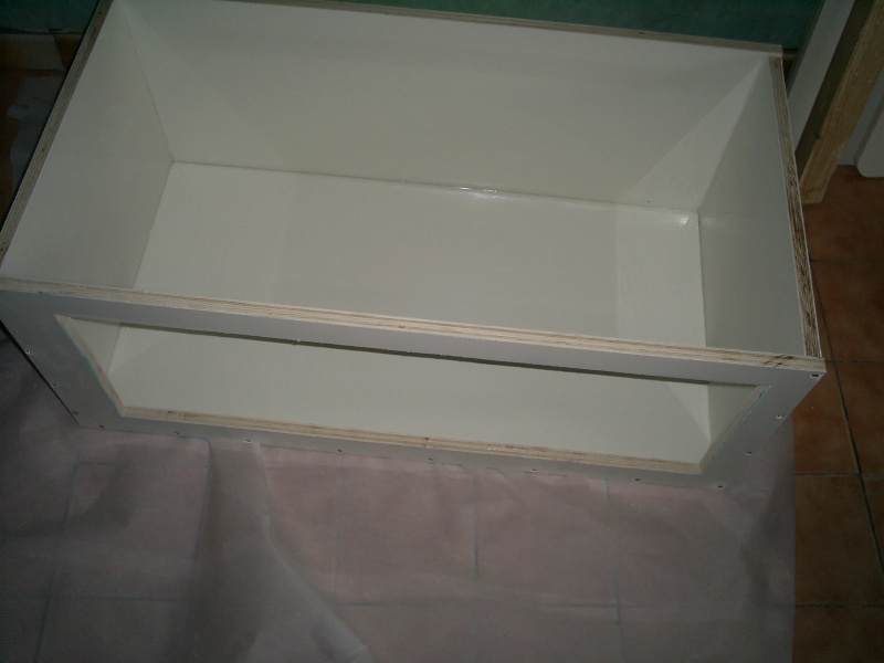 un petit bac en polyfont S5020412