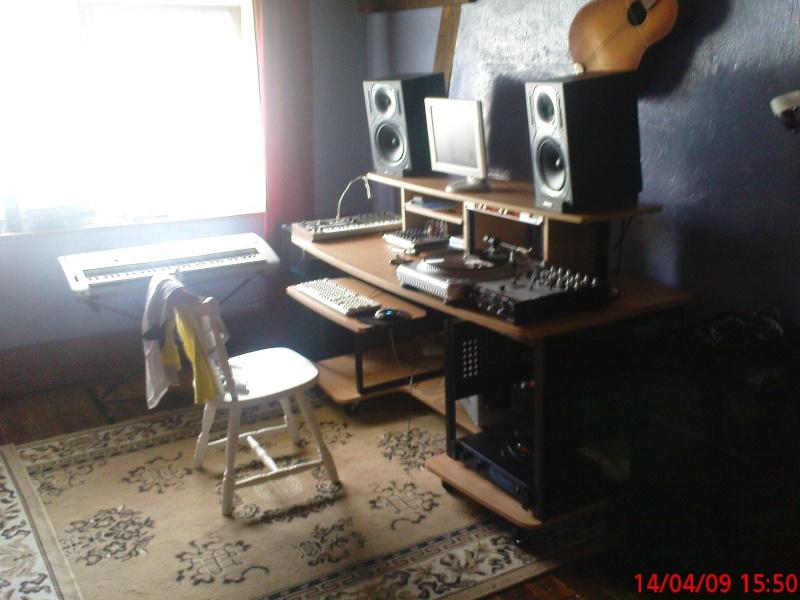 Photos de votre home studio - Page 2 Dsc00610