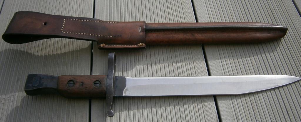 baionnette canadienne modèle 1910 et petit couteau anglais P2210014
