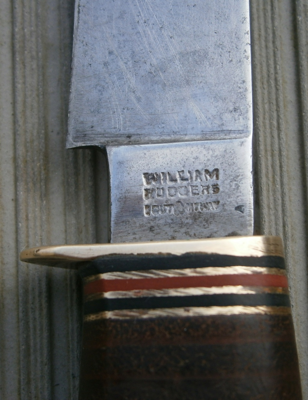 baionnette canadienne modèle 1910 et petit couteau anglais P2210017