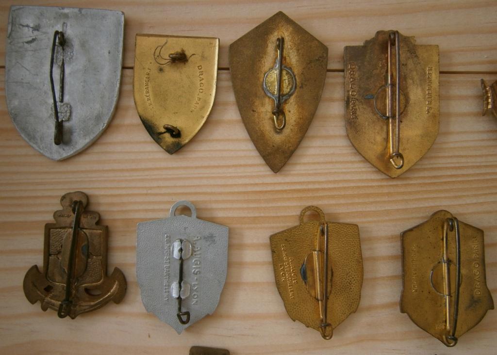 ensemble médailles et insignes d'un ancien de la 1ère armée P4030014