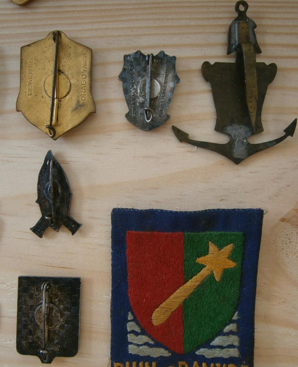 ensemble médailles et insignes d'un ancien de la 1ère armée P4030015