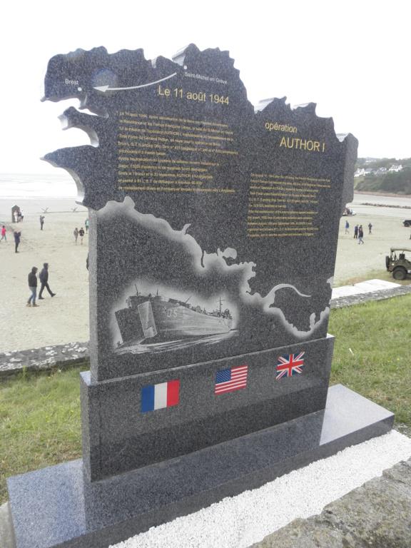 Inauguration ce matin d'une stèle à SAINT MICHEL EN GREVE 22 P8100045