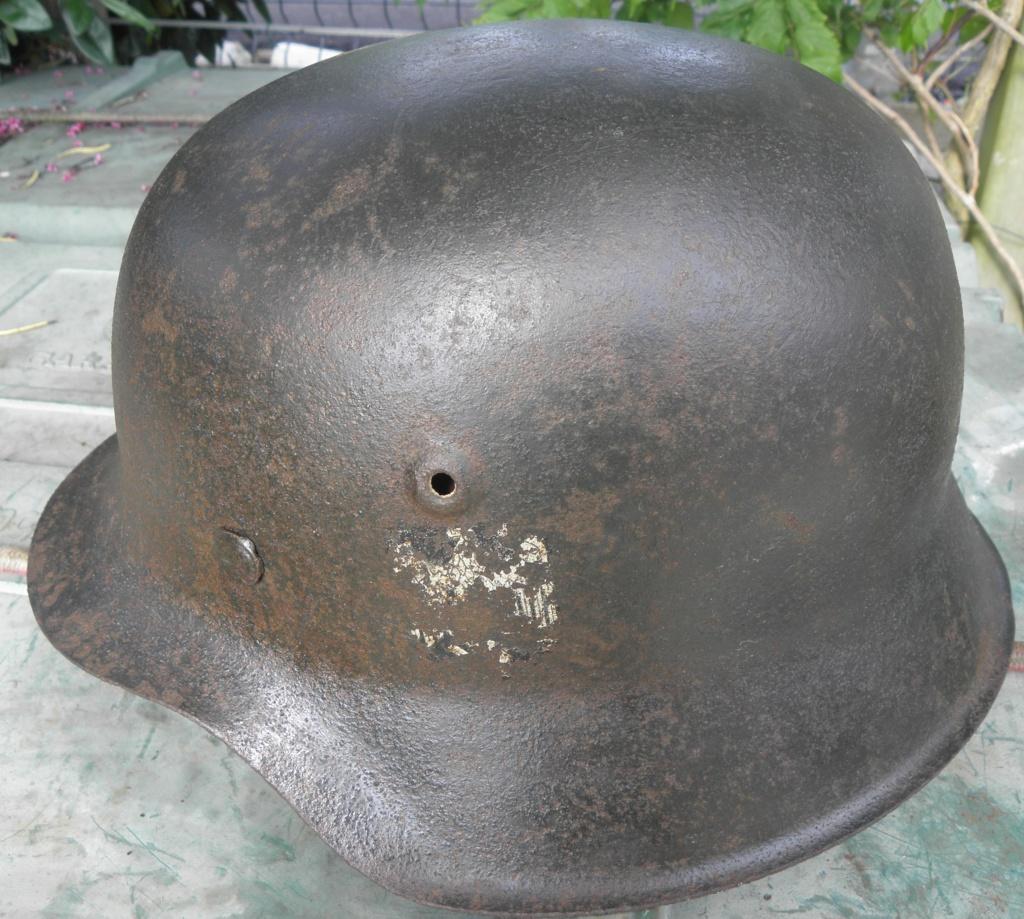 casque allemand ww2 direct du grenier dans le finistère nord P8110010
